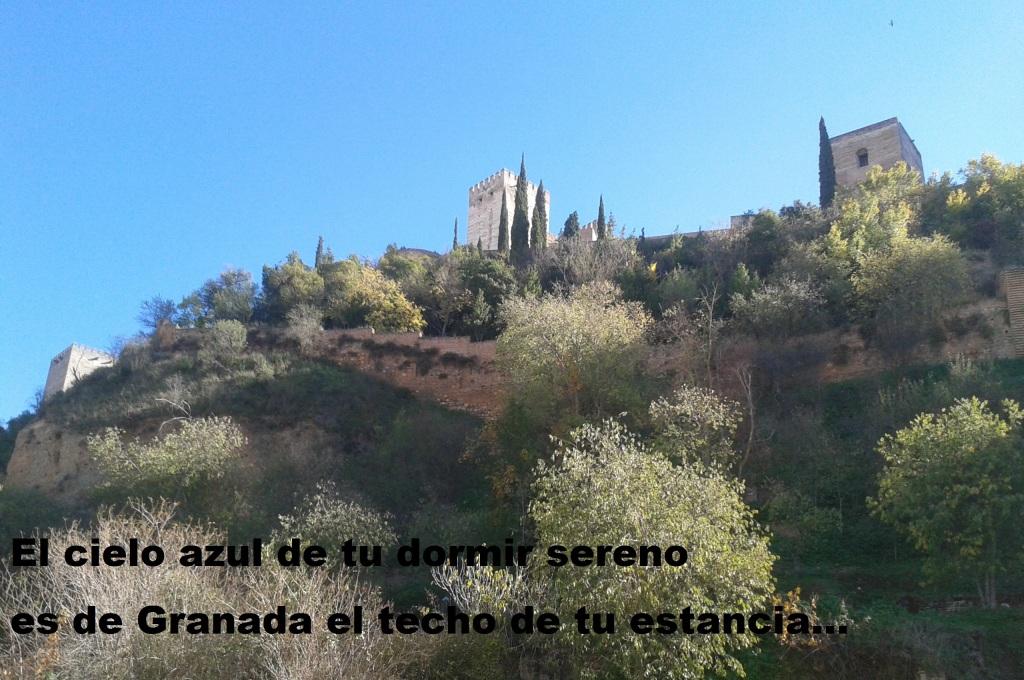 Granada cielo azul